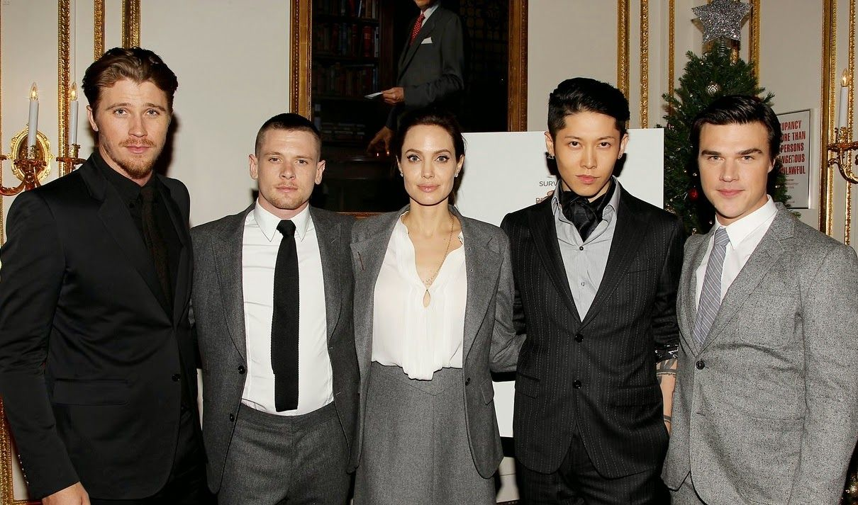 angelina-jolie-supports-her-cast-at-the-unbroken-premiere-12