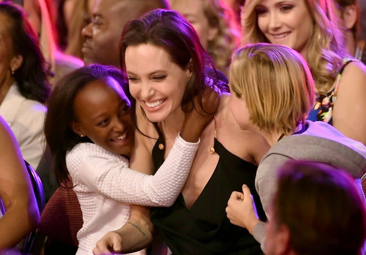 angelina-jolies-kids-have-best-reaction-to-kcas-win-13