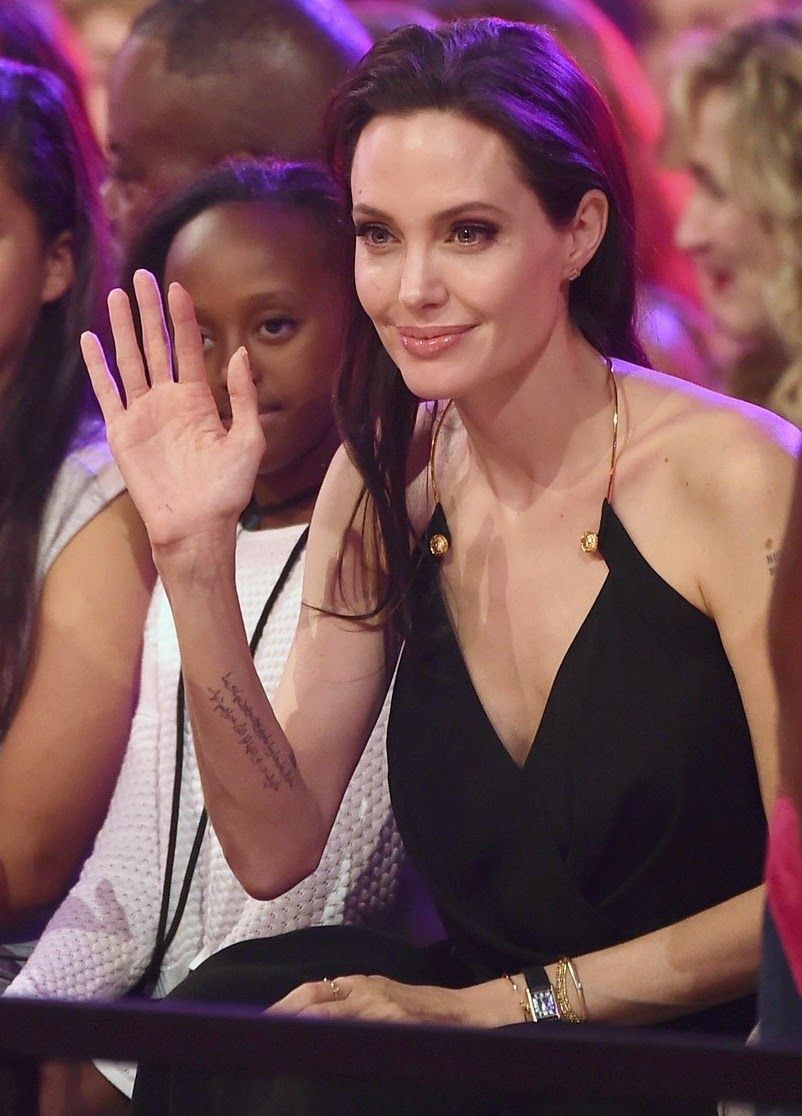 angelina-jolie-has-inspiring-message-for-kids-at-kcas-2015-15