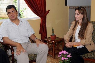 6/18,エクアドル大統領ラファエルコレアとの窮状を語りました。