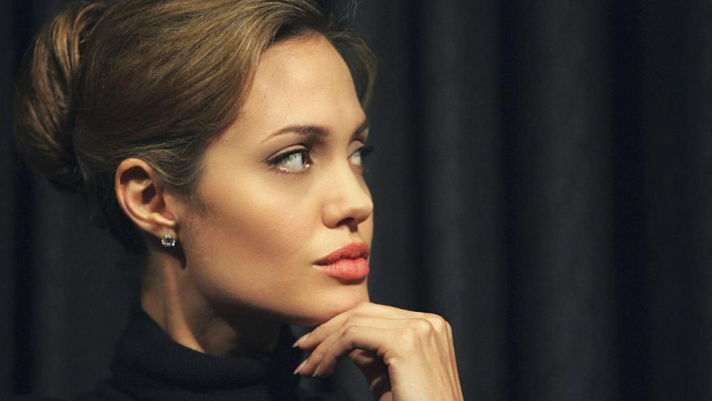 angelina-jolie-hairstyles-2014