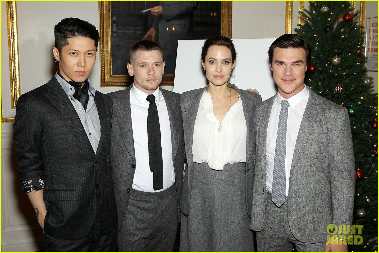angelina-jolie-supports-her-cast-at-the-unbroken-premiere-18