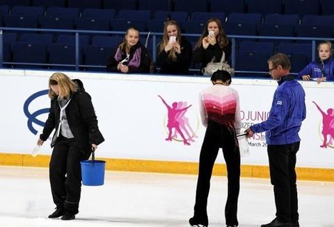 2012 フィン杯 氷の補修 6