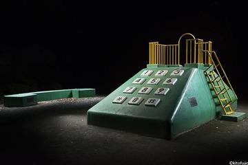 ⑤プッシュホン型電話機の滑り台