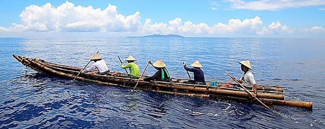 ③マチクでつくられた竹筏舟