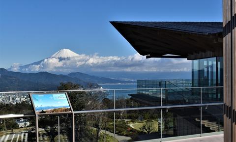 夢テラスと富士山