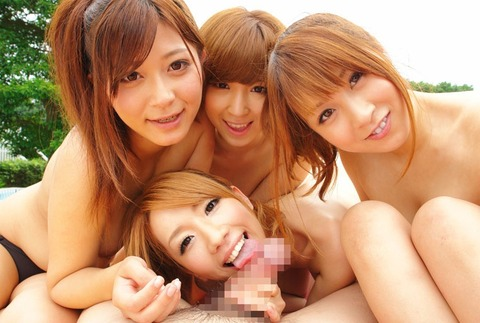 【フェラ☆複数】抜きすぎ注意!!可愛いギャル達がチンコに群がってヤベェ!!www