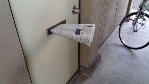 新聞配達 ドアポスト