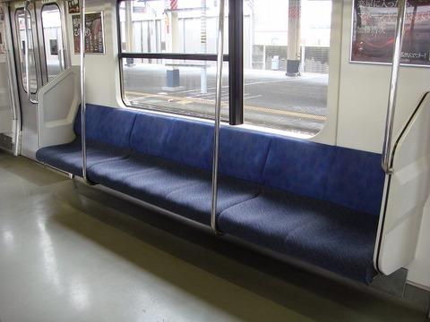 電車 椅子 青