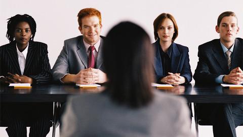面接官(役員)「我が社に入社して最初の給料で何をしますか?」