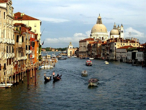 イタリア 海船
