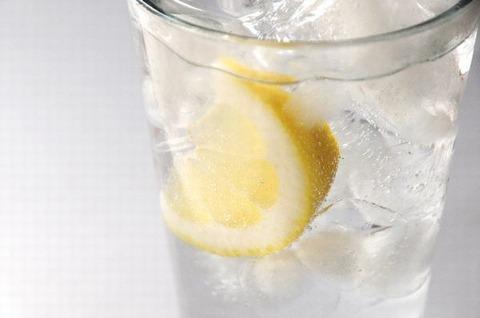 水 レモン