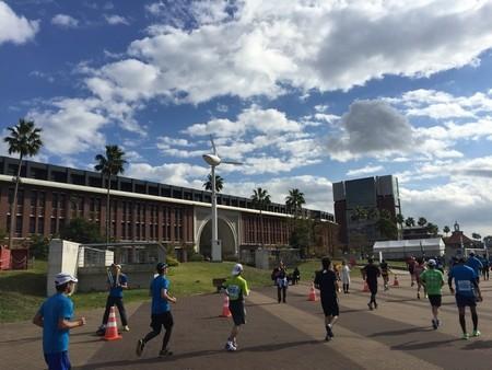 07_神戸マラソン_神戸学院大学キャンパス
