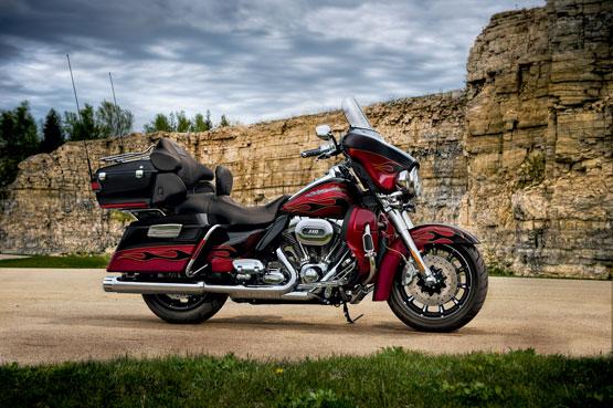 2011-Harley-Davidson-FLHTCUSE6CVOUltraClassicElectraGlidea-small