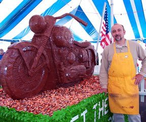 Chocolate_Harley-Davidson_food_sculpture_by_Jim_Victor