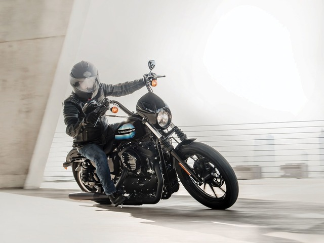 sportster-iron-1200-marquee