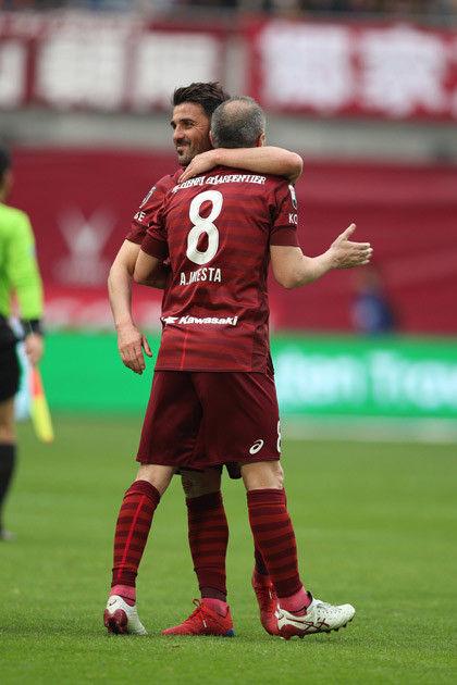昨年5月のイニエスタ(右)に続き、同年12月にはビジャ(左)が加入するなど、バルセロナ化が進む神戸。選手間の連絡も移籍を後押ししているようだ
