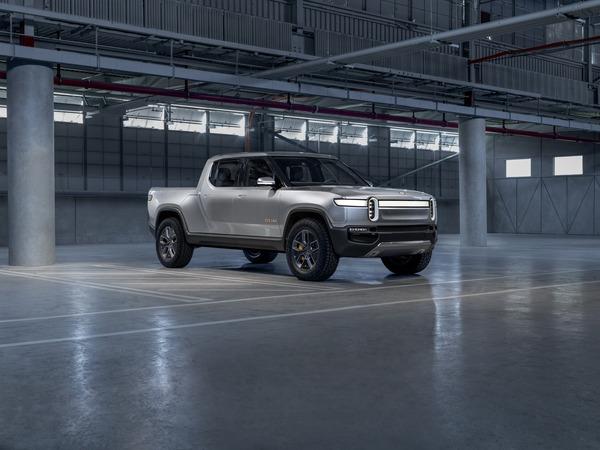 e845b929-rivian-unveils-r1t-electric-truck-1