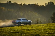 0662aa08-rivian-unveils-r1t-electric-truck-33