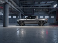 4bb65958-rivian-unveils-r1t-electric-truck-13