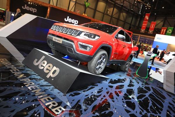 59f57764-2019-jeep-renegade-compass-phev-geneva-show-3