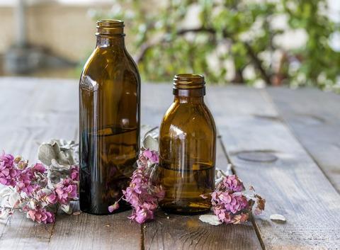 bottles-of-essential-oils-4510907_1920