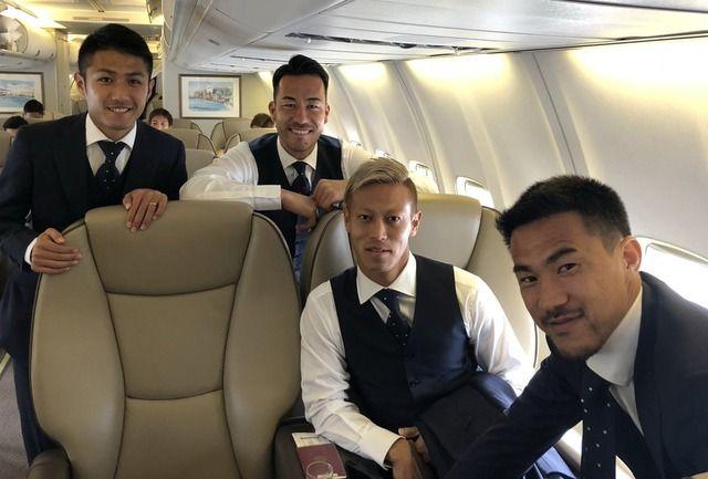 ◆画像◆日本代表、ロシアへ向かう機内でパシャリ!長友・本田・吉田・岡崎・長谷部らがいってきます