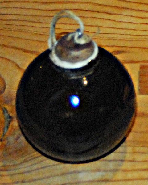 480px-Japanese_porcelain_grenade