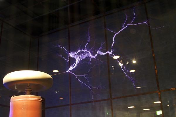 Lightning_simulator_questacon02