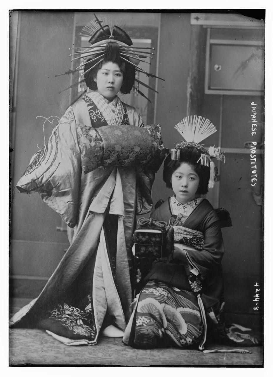 100年以上前のものも!花魁の写真が大量に発見される