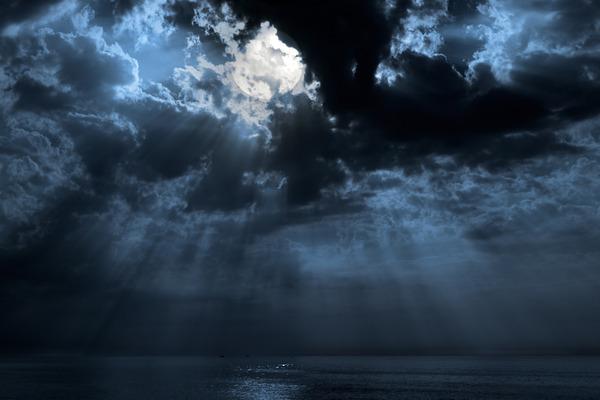 海にまつわる怖い話・不思議な話『行き先は北』『小便を見るおやじ』『ドザエモンも避ける場所』他