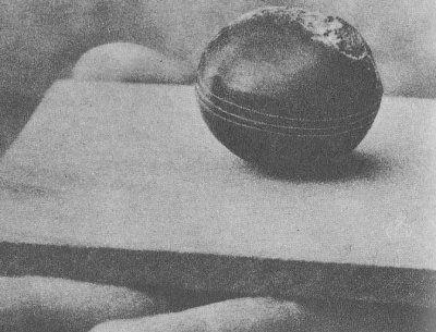 南アフリカの金属球