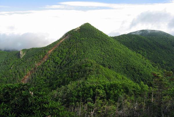 1600px-Mt.Kobushigatake_from_Mt.Tokusa_03