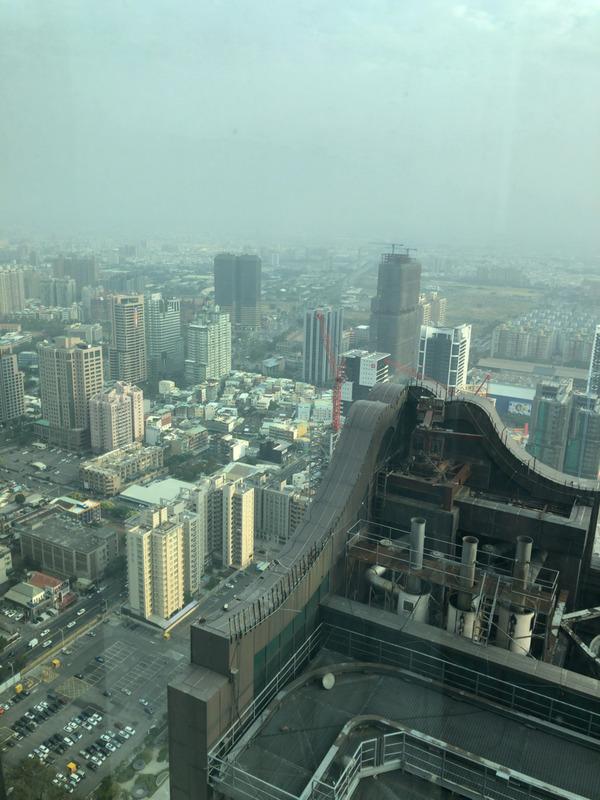 ワイ台湾旅行者、三ッ星ホテル50階からの眺めに絶句・・・
