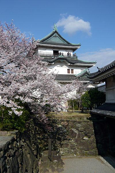 400px-Wakayama_Castle01-R