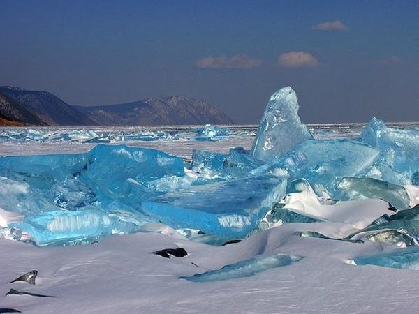 640px-Lago_Baikal_en_Invierno