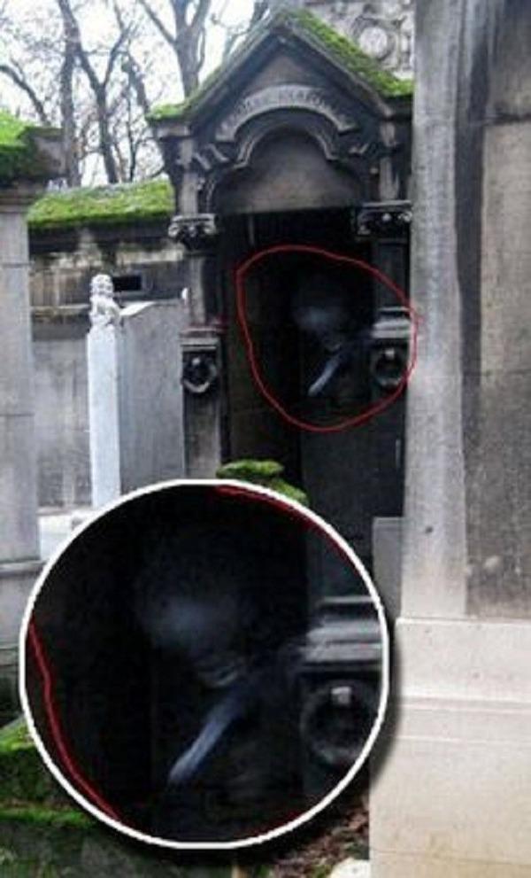 Creepy-Mausoleum-entity-appears-at-graveyward