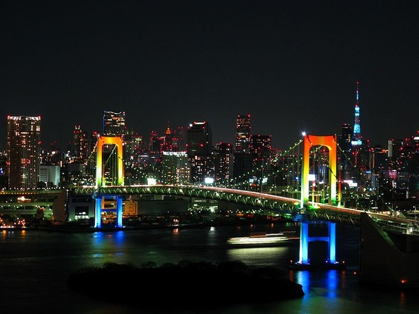 800px-Rainbow_colored_Rainbow_Bridge_at_night