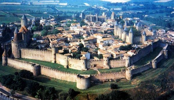 中世ヨーロッパは前期・盛期・後期に分けられる。それらの時代について語ろう