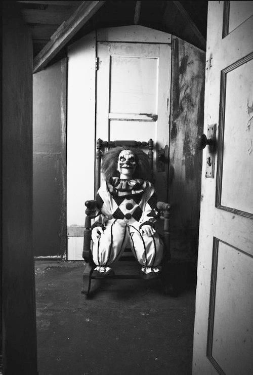 Scary-Clown-Doll-Watches-While-You-Sleep