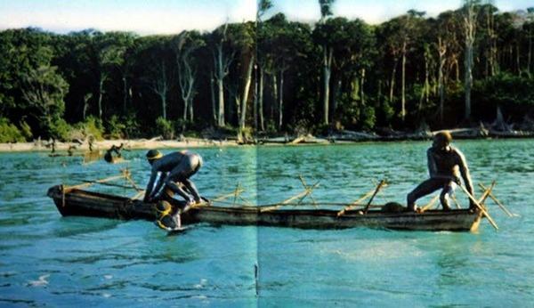 8-Sentinelese-tribe-men