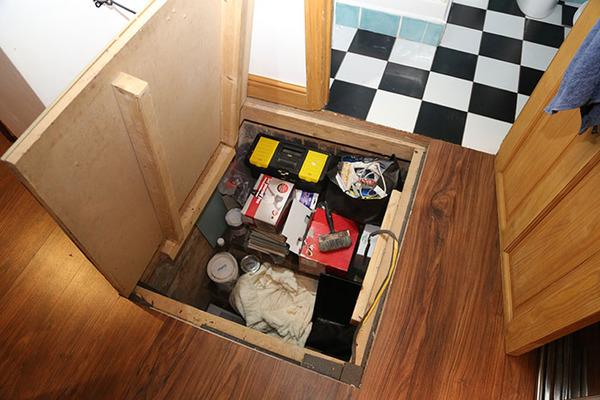 man-discovers-secret-dungeon-new-apartment-9-5b8e2c4279fcc__700
