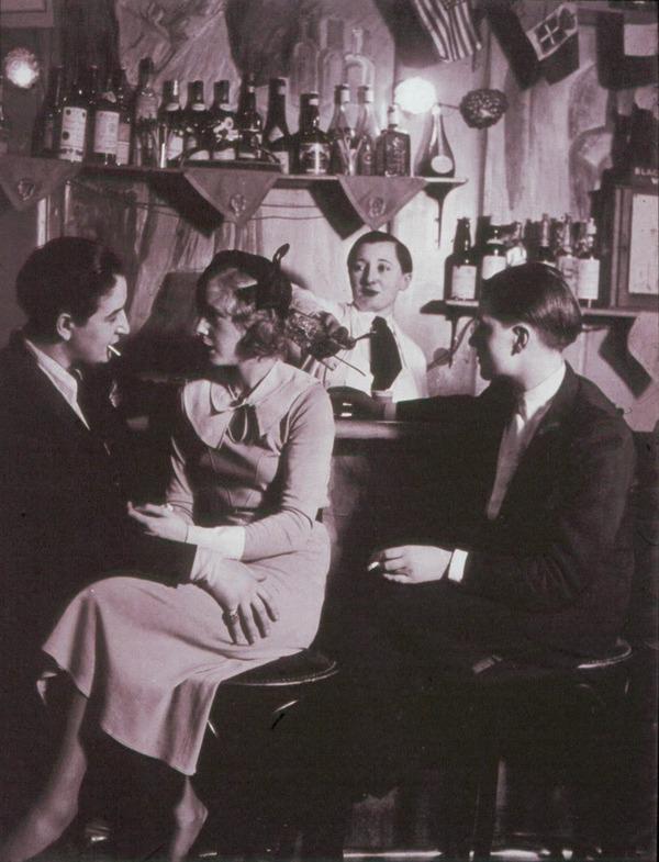 Lesbian couple at Le Monocle, Paris, 1932 (3)
