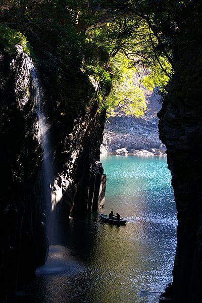 400px-Takachiho-gorge