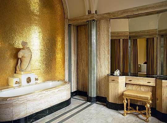 virginia-courtaulds-bathroom