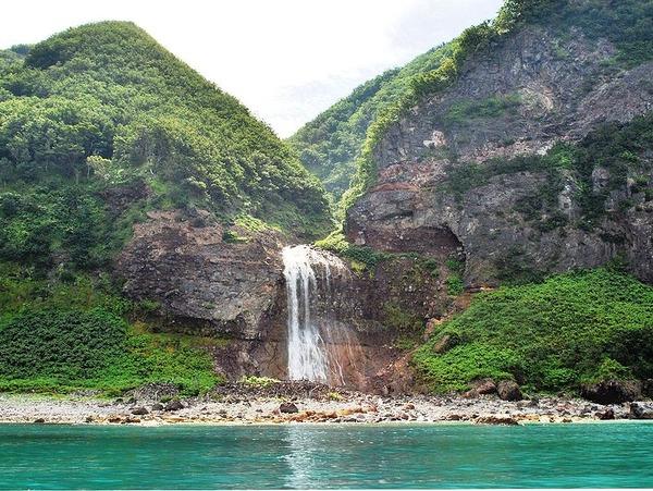 799px-Waterfall_of_Kamuiwakka_01