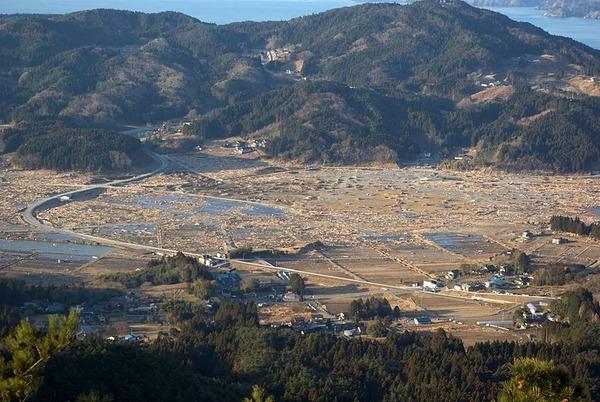 800px-Distant_view_of_Rikuzentakata