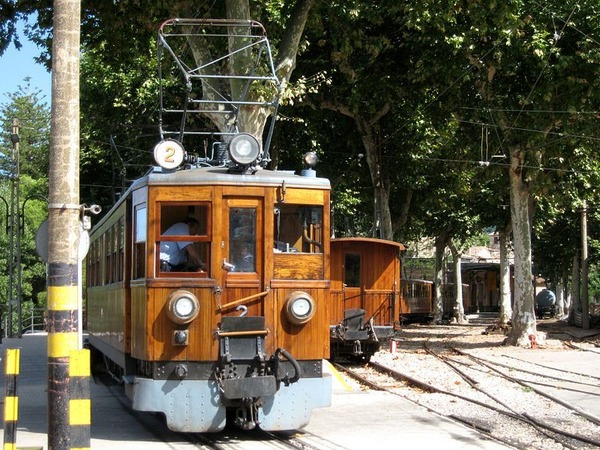 The-beautiful-Ferrocarril-de-Sólle-aka-Orange-Express
