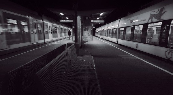 last-train-4508281_640