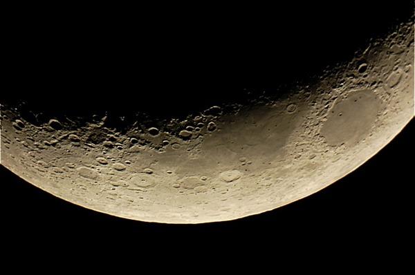 月は宇宙船